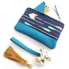Handmade zippy clutch with @cottonandsteel arrows, turquoise leather, mustard linen lining and a gold leather arrow accent. It's really hard to have this new leather in my house and not cut it  what fabrics would you like to see combined with the new turquoise leather? #tandyleather #leather #leatherclutch #turquoise #arrows #navy #gold #indian #aztec #native #gold