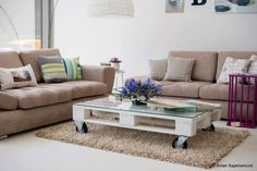 Portable coffee table from a pallett