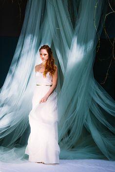 modernes Boho Hochzeitskleid mit Spitze und Spaghettiträgern (www.noni-mode.de - Foto: Le Hai Linh)