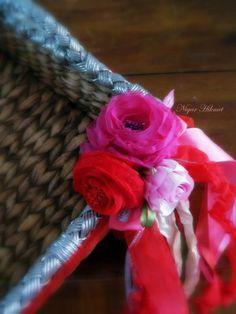 Basket and ribbon roses