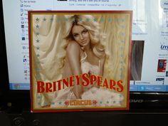 Eu estava completamente empolgado pra tudo em 2008. Até ela fazer aquela turnê... Comparada à Femme Fatale Tour, é até razoável e bem produzida. Mas não teve DVD. Até quando Britney vai continuar com esses empresários que cagam a carreira dela? Comprei o Circus por $29,90!