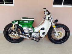 Custom fat-tire Honda Cub for trail Honda Cub, Honda Custom, Custom Bikes, Motos Honda, Honda Bikes, Motos Vintage, Vintage Bikes, Moto Bike, Motorcycle Bike