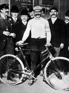 Hippolyte Aucouturier, een van de kanshebbers in de Tour de France van 1903, die in de eerste rit zijn frame brak.
