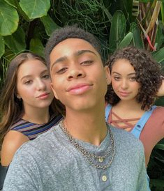 Bryce, Kenzie and Devenity Mackenzie Ziegler Instagram, Maddie And Mackenzie, Dance Moms Facts, Dance Moms Girls, Friends Picture Frame, Sister Friends, Social Determinants Of Health, Picture Outfits, Queen
