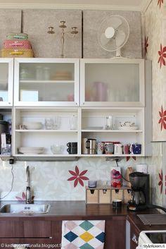keittiön välitila,keittiönkaapit