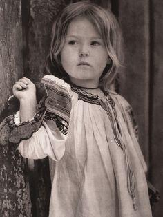 Little girl from Zavadka, Slovakia (Karol Plicka) Folk Costume, Costumes, Heart Of Europe, Album, Traditional Outfits, Old Photos, Little Girls, Nostalgia, Flower Girl Dresses