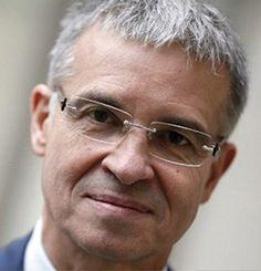 Patrick BERNARSCONI, Président, FNTP,  France, Economic Ideas 2013 Patrick BERNASCONI est né en 1955. Diplômé de l'École spéciale des travaux publics, chef d'entreprise depuis 25 ans, il est responsable de quatre entreprises de TP employant 150 personnes. Président du syndicat des Canalisateurs de 1996 à 2004, il est Président de la FNTP depuis 2005, membre du bureau exécutif du MEDEF et du CESE. Il vient de conduire, pour le MEDEF, la négociation sur la sécurisation de l'emploi.