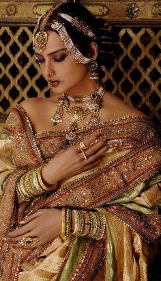 Soma Sengupta Indian Bridal Jewellery- More is More! Indian Dresses, Indian Outfits, Indian Clothes, Rekha Saree, Sabyasachi, Rekha Actress, Indian Aesthetic, Indian Photoshoot, Vintage Bollywood