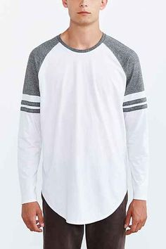 Feathers Athletic Curved Hem Long-Sleeve Tee - Urban Outfitters