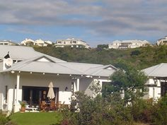 Murchios House - Murchios House is a private residence, situated in the Brackenridge Estate. The residence comprises a main house sleeping six people and a flatlet sleeping an additional four people. The property is ideal ... #weekendgetaways #plettenbergbay #southafrica