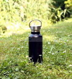 DORAS Retro termosz mozgatható füllel - Rozsdamentes acél - Fekete - 500 ml Retro, Water Bottle, Drinks, Drinking, Beverages, Water Bottles, Drink, Retro Illustration, Beverage