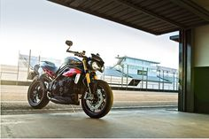 Triumph have taken the wraps off their new super naked, the 2016 Speed Triple S and Speed Triple R. With some modest engine and bodywork changes, a great bike just got a little better. Triumph Speed Triple 1050, Triumph Street Triple, Motorcycle Wallpaper, R Wallpaper, Motorcycle Photography, Bike Art, Triumph Motorcycles, Motorbikes, Cars