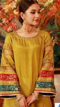 Pakistani Party Wear Dresses, Beautiful Pakistani Dresses, Pakistani Wedding Outfits, Pakistani Fashion Casual, Designer Party Wear Dresses, Pakistani Bridal Wear, Kurti Designs Party Wear, Pakistani Dress Design, Stylish Dress Book