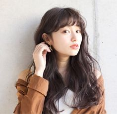 23 Chic Choppy Bangs for Women That Are Popular for 2019 - Style My Hairs Permed Hairstyles, Hairstyles With Bangs, Pretty Hairstyles, Japanese Haircut, Japanese Hairstyle, Love Hair, My Hair, Medium Hair Styles, Curly Hair Styles