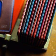 detail | pass/card holder  #leatherwork #leathercraft #leathergoods #leatheredge #detail #craftsmanship #buttero_leather #niwaleathers by niwa_leathers