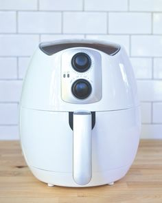 General Tips for Air Frying - It is important to keep your air fyer in tip-top shape. Use the items below as guidance to continue making amazing recipes. Air Fry Everything, Beer Battered Fish, Battered Cod, Blue Jean Chef, Pork Pasta, Blooming Onion, Air Frying, Deep Frying, Zucchini Fries