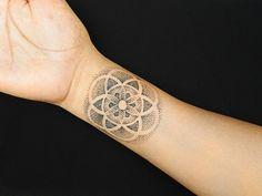 Best Pointillism Tattoo idea and design. Get Pointillism Tattoo ideas & Pointillism Tattoo designs for your next tattoo. Dot Tattoos, Dot Work Tattoo, Wrist Tattoos, Body Art Tattoos, Piercing Tattoo, Piercings, Karten Tattoos, Tattoo Liebe, Pointillism Tattoo