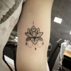 #lotus #sunama #bonasunama #ornamental #bonatattoo #blacktattoo #delicatetattoo…