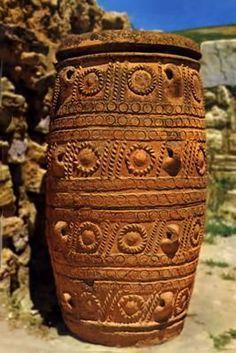 Graphics-Crete & Mycenae - Ceramic History Tutorials for Potters and Clay Artists Ancient Egyptian Art, Ancient Greece, Ancient History, Art History, European History, Ancient Aliens, American History, Creta, Santorini