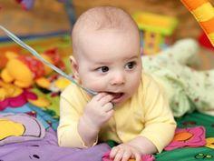 Babys beim Spielen- 0 bis 8 Monate - Mamiweb.de