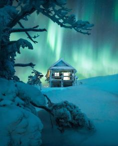 Lonely Planet, See The Northern Lights, Fairytale Castle, Surrealism Photography, Winter House, Best Places To Travel, Green Backgrounds, Aurora Borealis, Beautiful Places