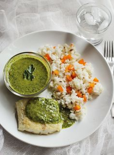 I love chimichurri sauce and its def not just a one trick pony-steak sauce. This sauce goes beautifully with chicken, shrimp, fish, pork, seitan and so many others. Mole, Mayonnaise, Chutney, Yummy Eats, Yummy Food, Chimichurri Sauce Recipe, Sauces, Clean Eating, Healthy Eating