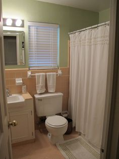 Beautiful remodels and decoration , green and brown bathroom color Pink Bathroom Tiles, Peach Bathroom, Pink Tiles, Brown Bathroom, Diy Bathroom Decor, Bathroom Colors, Bathroom Ideas, Bathroom Organization, Pink Bathrooms