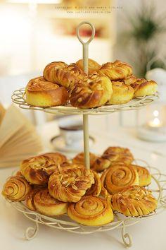 Kanelbullar & Kardemummabullar / Cinnamon & Cardamom buns - Just Love Cookin'Just Love Cookin' Sweet Dough, Our Daily Bread, Pain, Bread Recipes, Tea Time, Cinnamon, Cereal, Buns, Breakfast