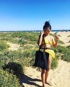 #repost @lattegirrrl wandering at the beach with the @kuskatstudio Giraffe tote bag :-). Available at the @jetsettimes shop .  Getting that summer feeling   tata... #wanderlust #beachlife #holidays #travelling #beachfashion #slowfashion