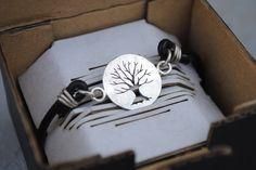 Bracciale in argento 925 e cuoio con Albero della Vita traforato a mano. Disponibile anche in rame e ottone.