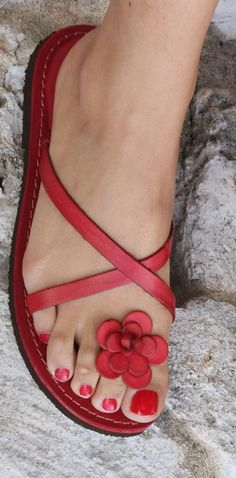 Sandali rossi da donna - italian leather sandals - www. Cute Flats, Cute Sandals, Cute Shoes, Me Too Shoes, Flat Sandals, Red Sandals, Flat Shoes, Ladies Sandals, Strappy Sandals