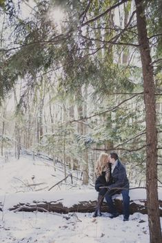 Engagement Pictures romantic winter couples photos 6 - For romantic winter engagement photos you can wrap yourself in a beautiful soft blanket. For fun photos choose different winter games, as sled or skates. Winter Engagement Pictures, Engagement Couple, Engagement Shoots, Country Engagement, Engagement Ideas, Fall Engagement, Winter Verlobung, New York Winter, Winter Light