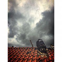 Herstel pannendak bij naderende regen #lekkage