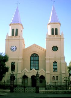 Church in Bloemfontein, Orange Free Stae, South Africa Old Country Churches, Cathedral Basilica, Namibia, Free State, Church Building, Amazing Buildings, World Cities, Place Of Worship, Africa Travel