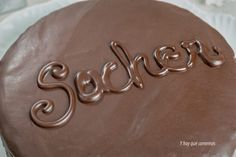 Receta de Tarta Sacher, la tarta de chocolate más rica del mundo Arabic Calligraphy, Chocolate, World, Raspberry, Homemade Recipe, Deserts, Tart Recipes, Food, Chocolates