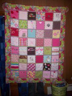 Love this!!! Baby onesie quilt!!!! Cute Christmas present idea.
