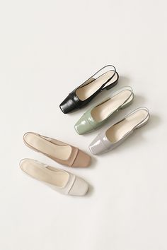 Shoes Heels Pumps, Top Shoes, Pretty Shoes, Cute Shoes, Minimal Shoes, Sandals Outfit, Designer Sandals, Sneaker Boots, Luxury Shoes