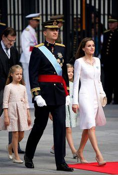 Proclamación como Rey de Felipe VI.............http://www.pinterest.com/pinteresantesi/ssmm-los-reyes-de-espa%C3%B1a-d-felipe-vi-y-da-letizia/