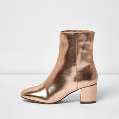 River Island Rose gold block heel ankle boot ($49) ❤ liked on Polyvore featuring shoes, boots, ankle booties, pointy-toe ankle boots, zipper boots, pointed toe ankle boots, zip boots and pointed toe bootie