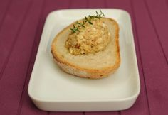 Tojásos tepertőkrém | NOSALTY Pesto, Baked Potato, Mashed Potatoes, Muffin, Rice, Bread, Baking, Breakfast, Ethnic Recipes