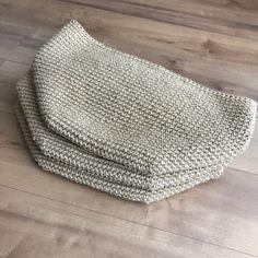 NaLaN'ın Dünyası : Yazlık Bandana Saplı Örgü Hasır Çanta Yapımı Crochet Handbags, Handmade Bags, Blanket, Knitting Bags, Crochet Pouch, Tejidos, Tricot, Ideas, Bags