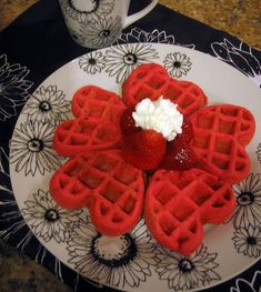 Cute Valentine breakfast idea Regular waffle mix, with red food dye and use a heart shaped waffle maker Valentines Breakfast, Valentines Day Food, Valentine Treats, Valentine Day Crafts, Cupcakes, Cakepops, Cute Breakfast Ideas, Breakfast Recipes, Macarons