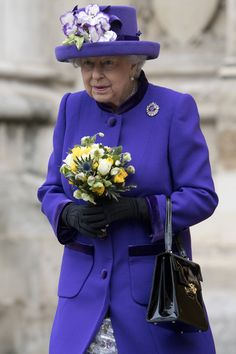 Queen Elizabeth II Photos Photos - Britain's Queen Elizabeth II leaves Westminster Abbey in central London on November 24, 2016, after attending a Service of Thanksgiving to celebrate 60 years of The Duke of Edinburgh's Award. / AFP / Justin TALLIS - Service Of Thanksgiving To Celebrate 60 Years Of The Duke Of Edinburgh's Award