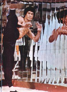 The martial arts is more than fighting, said Bruce Lee. Bruce Lee Master, Bruce Lee Art, Bruce Lee Martial Arts, Martial Arts Movies, Martial Artists, Bruce Lee Pictures, Bruce Lee Movies, Legendary Dragons, Ju Jitsu