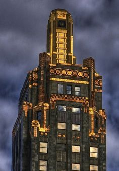 The Carbide & Carbon Building, which was built in is an example of Art Deco architecture designed by Daniel and Hubert Burnham, sons of architect Daniel Burnham, and was designated a Chicago Landmark on May Art Nouveau, Architecture Details, Architecture Design, Hotel Architecture, Sculpture Ornementale, Estilo Art Deco, Examples Of Art, Art Deco Buildings, My Kind Of Town