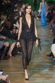 Elie Saab Spring 2018 Ready-to-Wear Fashion Show - Blanca Padilla (Next)