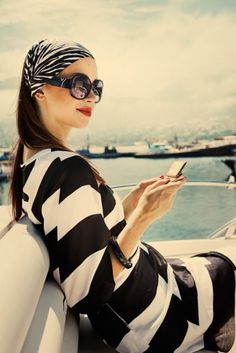 black + white stripes - so classic, love black and white for the summer White Fashion, Look Fashion, Fashion Models, Womens Fashion, Fashion Trends, Stripes Fashion, Yacht Fashion, Fashion Shoes, Celebrities Fashion