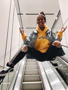 I am the flying Princess on the escalator, dub me crass-rap then I will fly higher   ah ah ah ah.