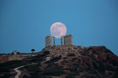 Supermoon over Acropolis : pics