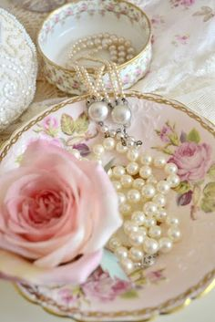 roses and pearls - photo #37